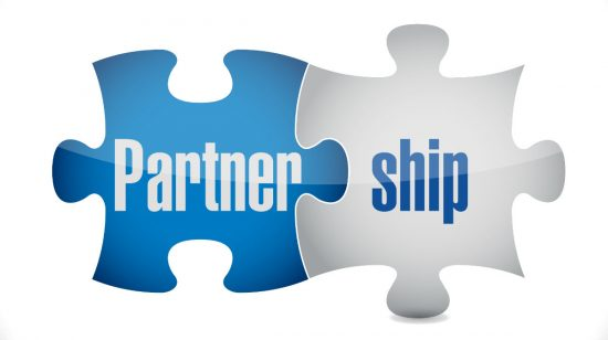 Two puzzle pieces showing the word 'Partnership'